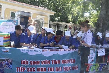 Hàng ngàn thí sinh miền Trung làm thủ tục dự thi THPT Quốc gia 2016 - Ảnh 14