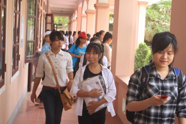 Hàng ngàn thí sinh miền Trung làm thủ tục dự thi THPT Quốc gia 2016 - Ảnh 11