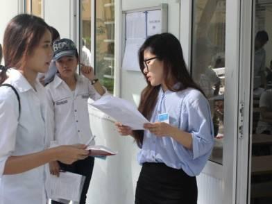 Hàng ngàn thí sinh miền Trung làm thủ tục dự thi THPT Quốc gia 2016 - Ảnh 1