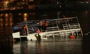 Toàn cảnh vụ lật tàu trên sông Hàn, 3 người tử vong - Ảnh 1