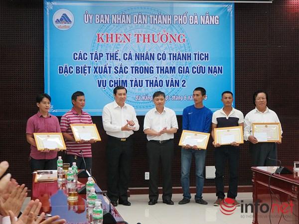 Tặng bằng khen những cá nhân cứu nạn vụ lật tàu trên sông Hàn - Ảnh 1