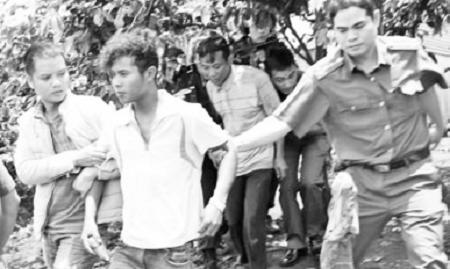 10 cảnh sát cơ động bị thương khi vây bắt 5 đối tượng sát hại kiểm lâm  - Ảnh 1