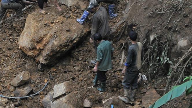 Tìm thấy 5 thi thể trong vụ sập hầm khai thác vàng ở Lào Cai - Ảnh 1