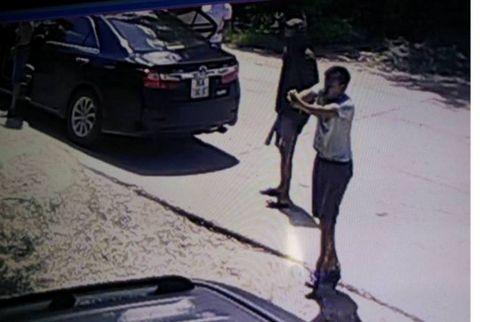 """Vụ 20 """"côn đồ"""" vào nhà, nổ súng bắn người: Từng ra tay với nhiều người khác? - Ảnh 1"""