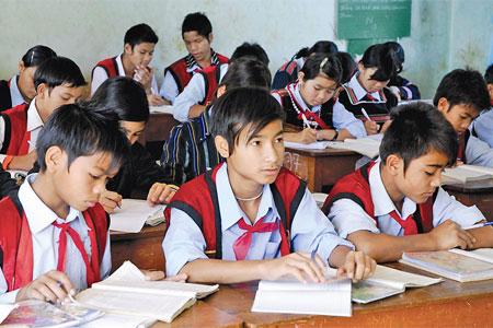 Cấp học bổng chính sách cho HSSV dân tộc thiểu số nghèo - Ảnh 1