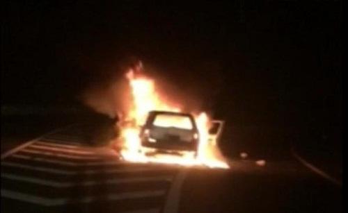 Đập tan xe hơi để cứu cả gia đình 5 giây trước khi xe nổ tung - Ảnh 1