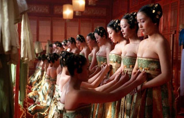 Vén màn tuyển phi tần cầu kỳ chi tiết của các Hoàng đế Trung Hoa - Ảnh 1