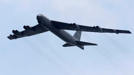 Máy bay ném bom Mỹ bay gần đảo nhân tạo Trung Quốc - Ảnh 1