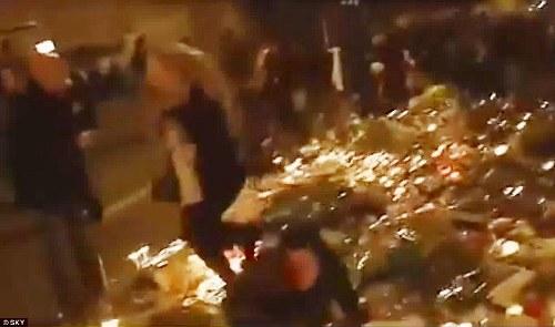 Dân Pháp chạy loạn trong lúc tưởng niệm nạn nhân tại Paris vì nghi xả súng - Ảnh 3