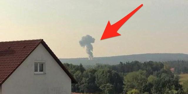 Chiến đấu cơ F-16 của Mỹ rơi xuống rừng ở Đức, bốc cháy dữ dội - Ảnh 1