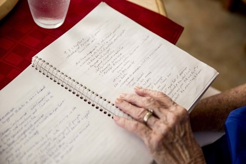 Cụ bà 87 tuổi trở thành tân cử nhân đại học - Ảnh 4