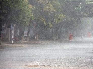 Dự báo thời tiết ngày 3/8: Miền Bắc tiếp tục mưa dông mạnh - Ảnh 1