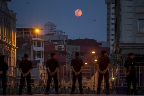 Những hình ảnh ấn tượng về siêu trăng đầu tiên của năm 2015 - Ảnh 5