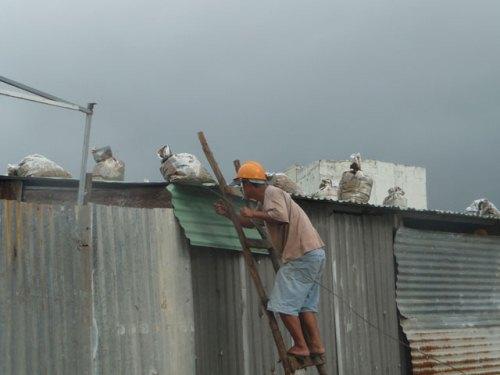 Các tỉnh miền Trung hối hả phòng chống bão số 3 - Ảnh 2