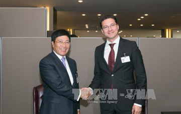 Phó Thủ tướng Phạm Bình Minh gặp Ngoại trưởng Bulgaria, Đan Mạch - Ảnh 1