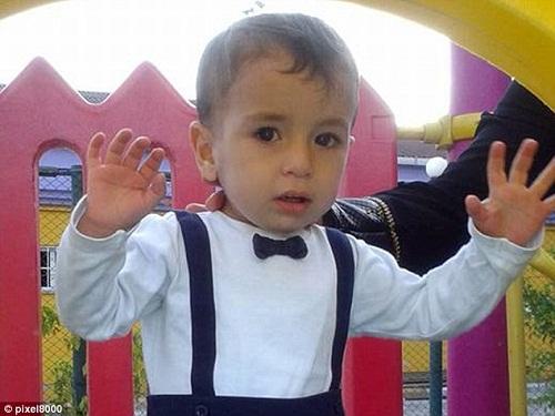 """Ước nguyện cuối cùng của bé trai Syria: """"Bố ơi, xin đừng chết!"""" - Ảnh 1"""