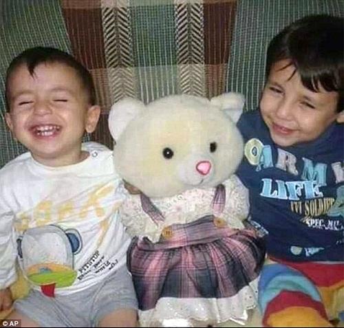 """Ước nguyện cuối cùng của bé trai Syria: """"Bố ơi, xin đừng chết!"""" - Ảnh 2"""
