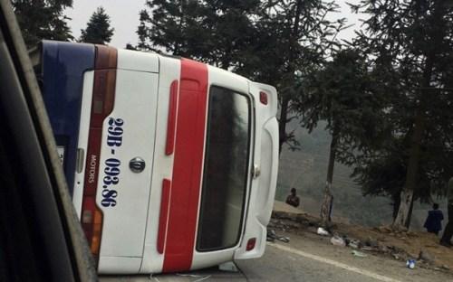 Xe khách đâm xe tải trên đường lên Sapa, 5 người thương vong - Ảnh 1