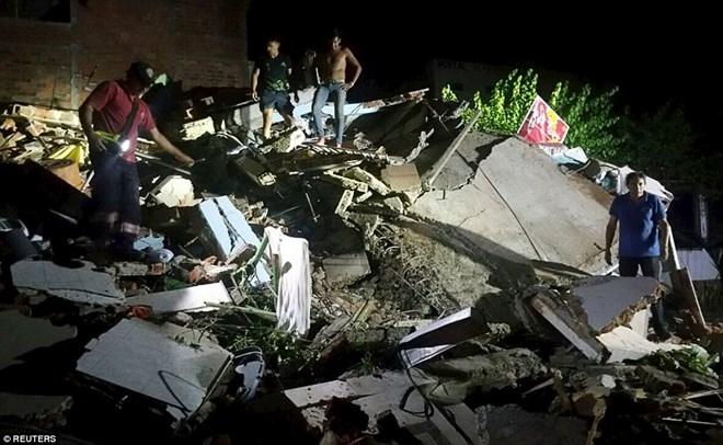 Ecuador tiếp tục bị tàn phá bởi dư chấn mạnh 5,6 độ Richter - Ảnh 1