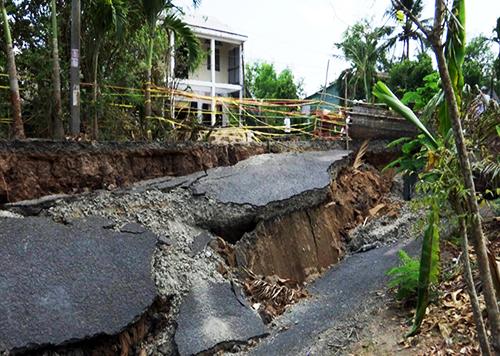 Cà Mau: Dân mất ăn mất ngủ vì liên tiếp xảy ra sụt lún đất diện rộng - Ảnh 1