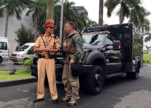 Cú 'bám đuổi' xe đặc vụ Mỹ của CSGT dẫn đoàn Obama - Ảnh 5