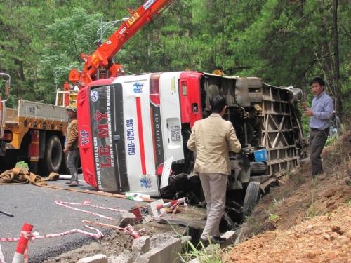 Lâm Đồng:Xe khách gây tai nạn thảm khốc không có giấy phép hoạt động - Ảnh 1