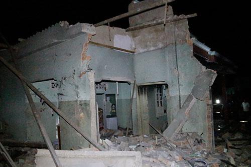 Nổ lớn trên đảo Phú Quý gây sập nhà dân, nhiều người bị thương - Ảnh 1