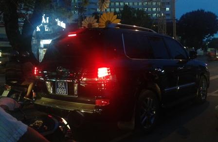 """""""Cấp biển xanh cho xe Lexus của ông Phó Chủ tịch tỉnh là sai quy định"""" - Ảnh 1"""