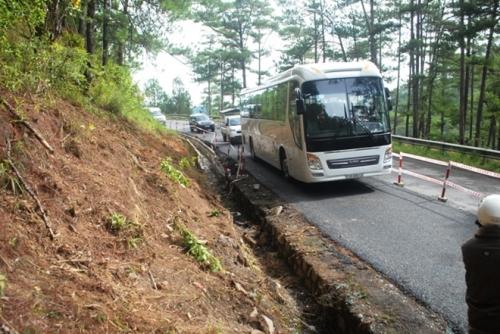 Vụ tai nạn ở Lâm Đồng: Cấm xe khách lên Đà Lạt bằng đường đèo Prenn - Ảnh 1