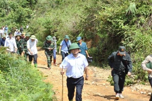 Chủ tịch Lào Cai vào hiện trường vụ sập hầm vàng, hỗ trợ gia đình thiệt hại - Ảnh 1