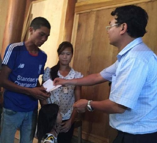 Chủ tịch Lào Cai vào hiện trường vụ sập hầm vàng, hỗ trợ gia đình thiệt hại - Ảnh 4