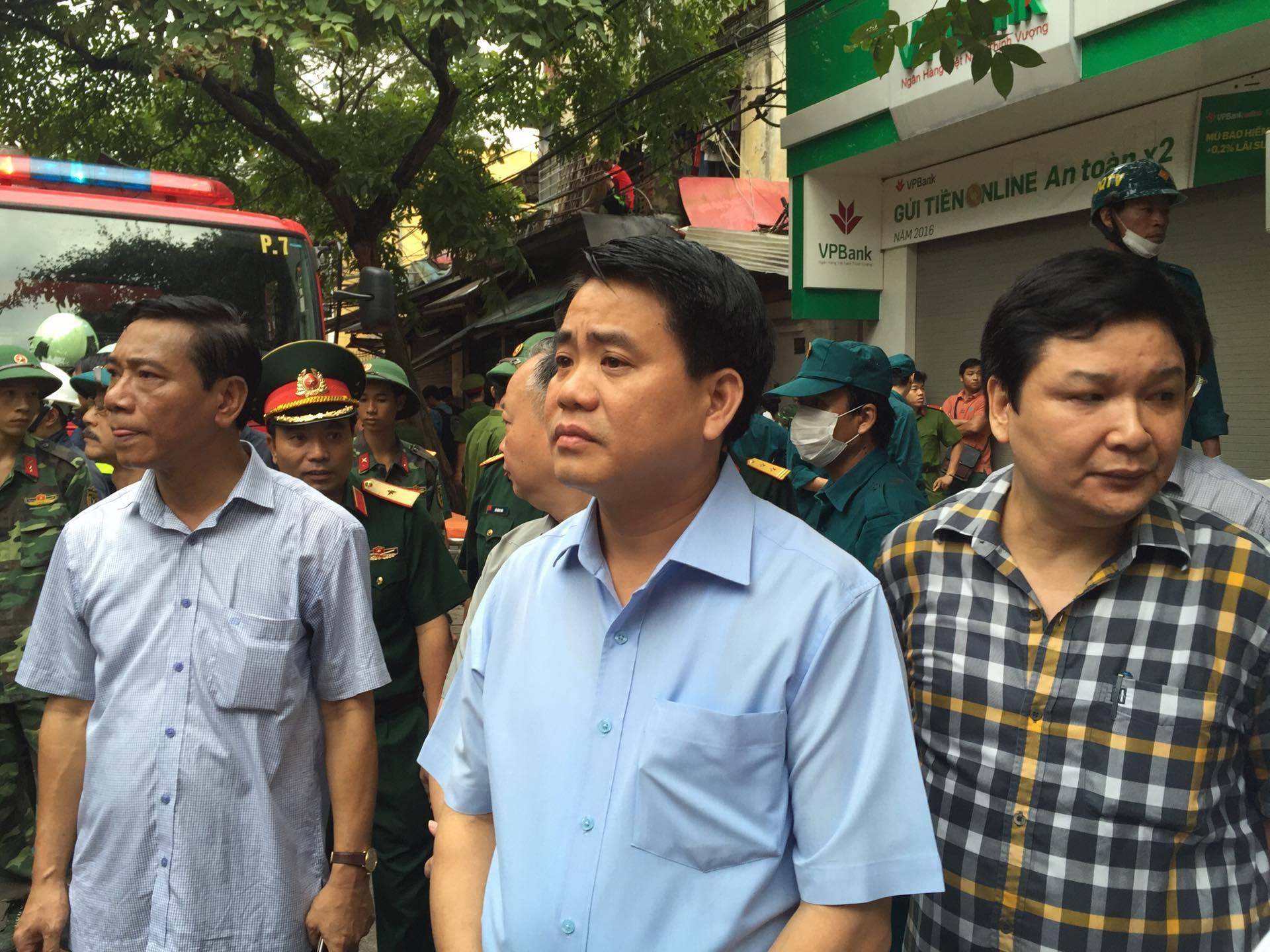 Sập nhà 4 người mắc kẹt tại Hà Nội, 2 nạn nhân tử vong - Ảnh 4