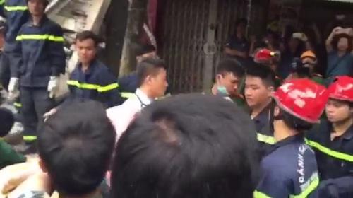 Sập nhà 4 người mắc kẹt tại Hà Nội, 2 nạn nhân tử vong - Ảnh 2
