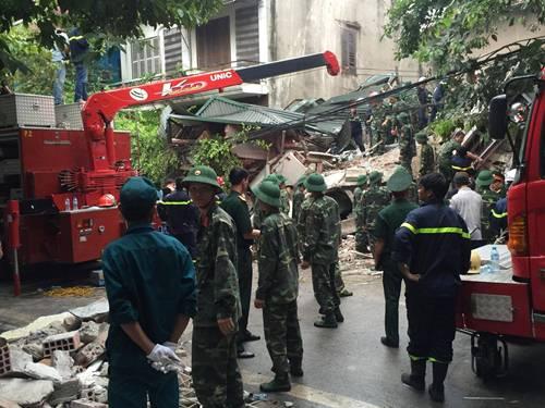 Sập nhà 4 người mắc kẹt tại Hà Nội, 2 nạn nhân tử vong - Ảnh 6