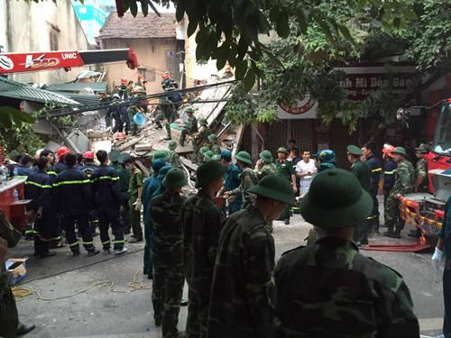Sập nhà 4 người mắc kẹt tại Hà Nội, 2 nạn nhân tử vong - Ảnh 7