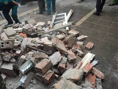 Sập nhà 4 người mắc kẹt tại Hà Nội, 2 nạn nhân tử vong - Ảnh 9
