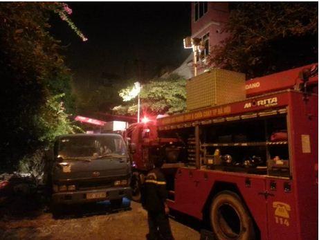 Sập nhà 4 người mắc kẹt tại Hà Nội, 2 nạn nhân tử vong - Ảnh 10