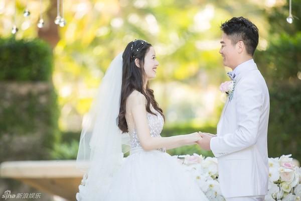 """""""Cô bé trà sữa"""" hạnh phúc bên đại gia 40 tuổi trong lễ thành hôn - Ảnh 3"""
