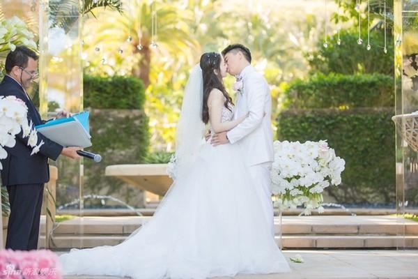 """""""Cô bé trà sữa"""" hạnh phúc bên đại gia 40 tuổi trong lễ thành hôn - Ảnh 4"""