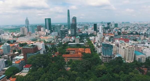 Clip: Cảm giác rất tuyệt khi ngắm một Sài Gòn tươi trẻ, sống động từ trên cao - Ảnh 11