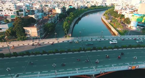 Clip: Cảm giác rất tuyệt khi ngắm một Sài Gòn tươi trẻ, sống động từ trên cao - Ảnh 6