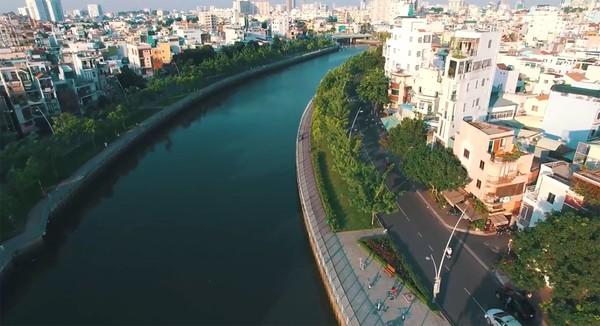 Clip: Cảm giác rất tuyệt khi ngắm một Sài Gòn tươi trẻ, sống động từ trên cao - Ảnh 7