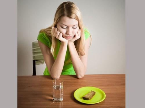Các cách giảm cân sai lầm gây hại cho sức khỏe - Ảnh 4