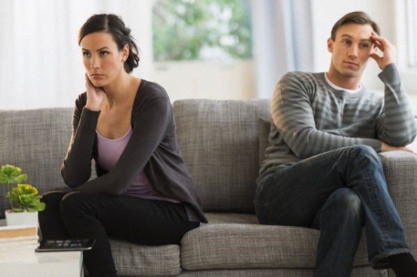 Chết lặng vì hành động của chồng sau khi đi thăm mộ người yêu cũ về - Ảnh 1