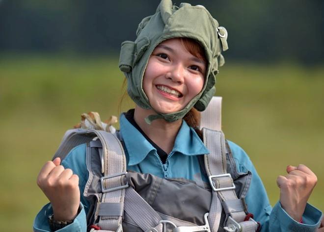 Trào lưu nhảy dù từ độ cao 500 m hút giới trẻ Hà thành - Ảnh 3