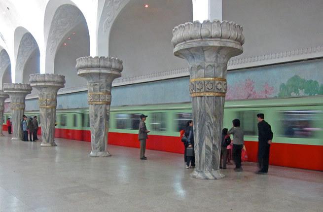 Những ga tàu điện ngầm đẹp như xứ sở thần tiên - Ảnh 18
