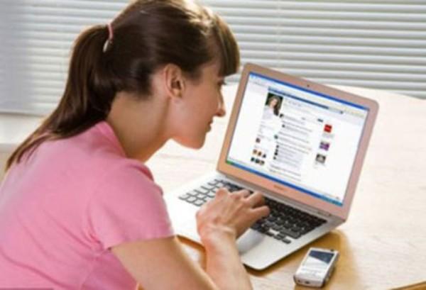 Mất chồng vì suốt ngày kể tội trên facebook - Ảnh 1