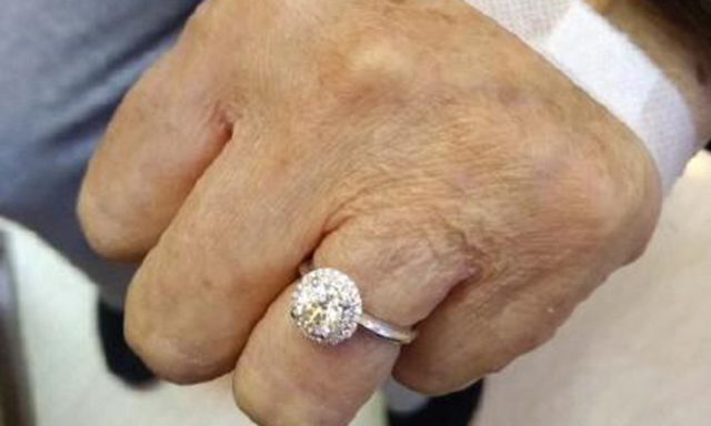 Ngưỡng mộ cụ ông 88 tuổi mua tặng vợ nhẫn kim cương gần 200 triệu - Ảnh 3