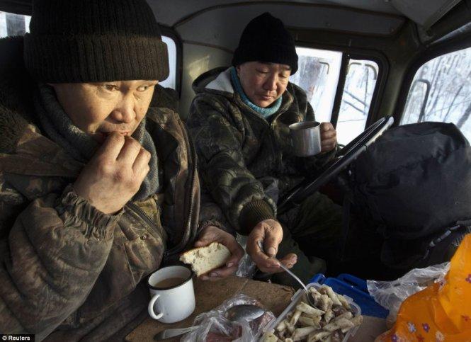 """Du lịch đến ngôi làng lạnh nhất trái đất nơi """"chim trời không dám bay qua"""" - Ảnh 10"""