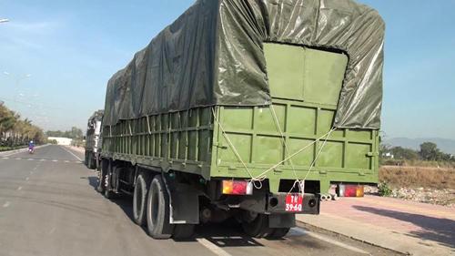 Bắt giữ 2 xe mang biển số giả dạng xe quân đội - Ảnh 4